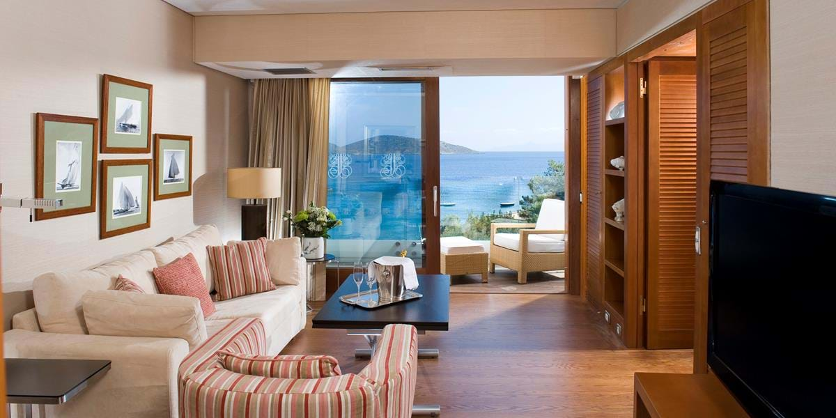 Deluxe Hotel Suites Sea View