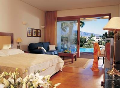 Gold Club - Luxury Suites Front Sea View with Shared Pool - Interior